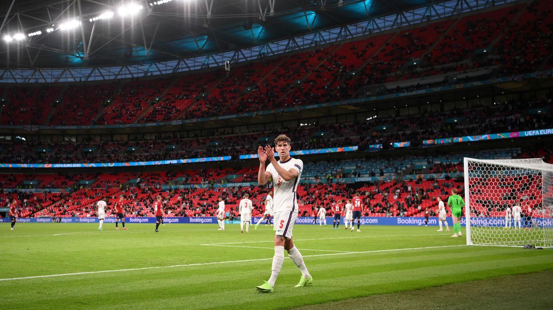 Der englische Nationalspieler John Stones im weiten Rund des Wembley-Stadions