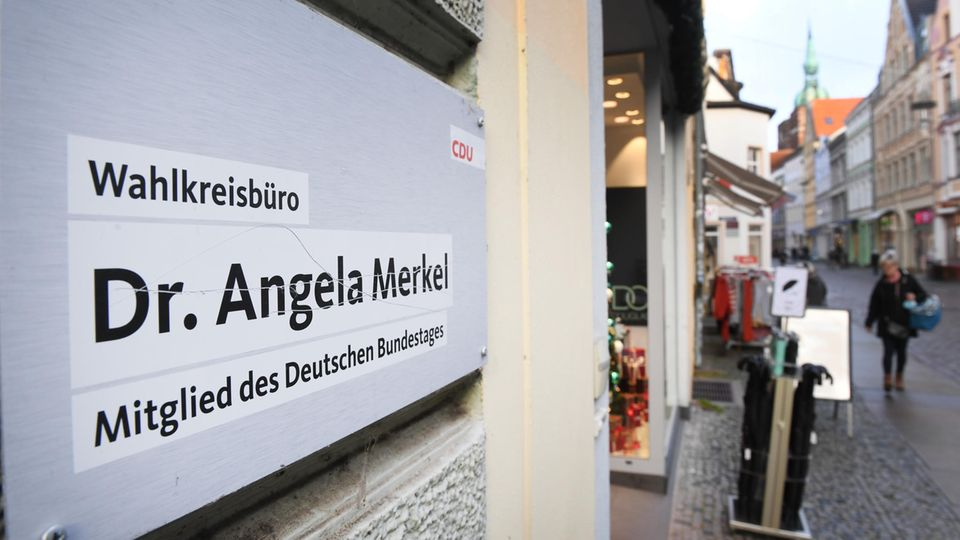Bombenalarm in Angela Merkels Wahlkreisbüro in Stralsund