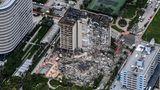 Luftaufnahme des in der Nacht zu Donnerstag teilweise eingestürzten Wohnhauses in der Nähe von Miami Beach