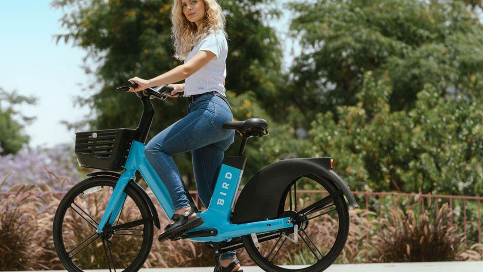 Wie alle Verleihbikes verlegt das Bird Bike möglichts viele Teile in den Rahmen.