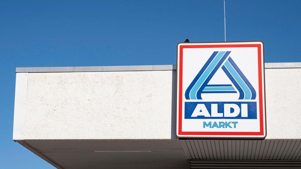 Ein Aldi-Markt. Der Discounter will stufenweise komplett aus dem Handel mit Billigfleisch aussteigen