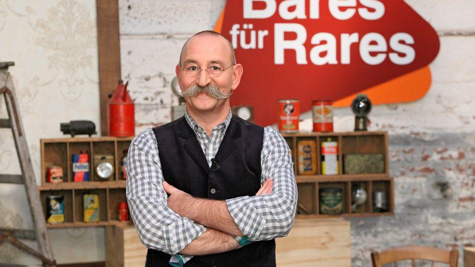 Horst Lichter steht im Studio von Bares für Rares in Pulheim