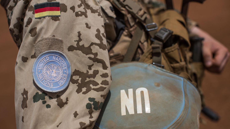 Ein Soldat der Bundeswehr mit einem Sturmgewehr vom Typ G36