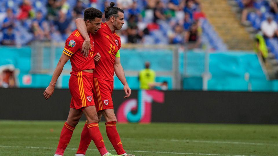 Wales  Aussichten: Offenes Achtelfinale gegen Dänemark  Wales hat eine robuste Defensive und mit Aaron Ramsey und Gareth Bale zwei Superstars in der Offensive. Die Leistungen der Waliser waren bislang nicht immer überzeugend, aber für das Achtelfinale hat es trotzdem gereicht. Gegen Dänemark ist der Ausgang offen, beide Mannschaften sind etwa gleichstark. Der Nachteil der Waliser: Sie werden nicht von einer emotionalen Welle getragen, wie es bei den Dänen nach dem Eriksen-Vorfall der Fall ist.