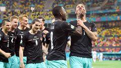 Österreich  Aussichten: Weiterkommen gegen Italien eher unwahrscheinlich  Die Österreicher sind in der Vorrundengruppe hinter den Niederländern mit sechs Punkten solider Zweiter geworden. Kein anderer Zweitplatzierter war so gut. Und da die Ösis zum ersten Mal in einem EM-Achtelfinale stehen, ist die Euphorie riesig. Viel wird darauf ankommen, welche Rolle David Alaba spielen wird. In den ersten beiden Partien war er als Chef der Dreierkette in der Defensive gebunden, im dritten Spiel gegen die Ukraine hatte er auf der Außenbahn mehr Freiheiten, was dem Spiel der Österreicher gut getan hat. Dennoch: Im Achtelfinale gegen Italien ist Österreich Außenseiter.