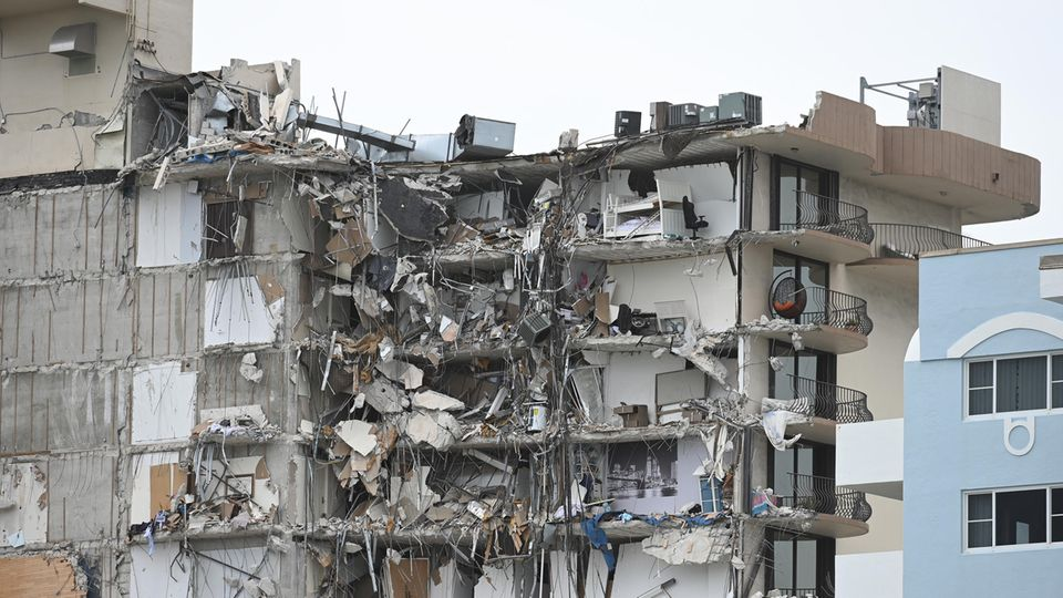 In der Stadt Surfside in der Nähe von Miami Beach stürzte ein Hochhaus ein, die Ursachen sind bisher unklar