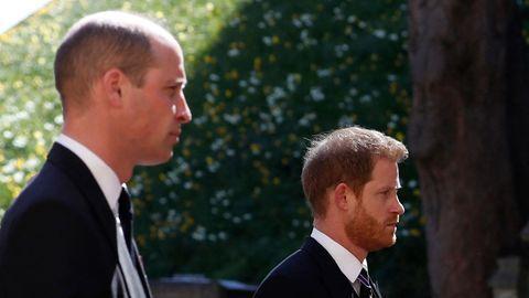Prinz William und sein Bruder Harry bei der Trauerfeier für Prinz Philip