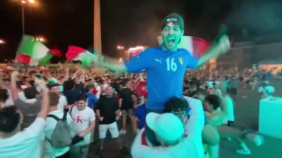 EM-Achtelfinale: Kuriose Unterwäsche von Tschechien-Spieler: Was hat es mit dem Sport-BH von Kalas auf sich?