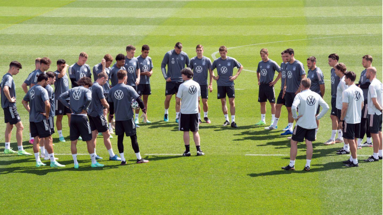 Die DFB-Elf beim Training auf dem Adi-Dassler-Sportplatz.