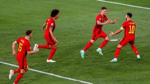 Die Belgier Meunier, Witsel, Thorgan und Eden Hazard freuen sich über das 1:0 gegen Portugal