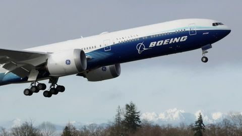 Avation: Fliegen mit Uralt-Technik: Die Boeing 747 bekommt wichtige Updates per Floppy-Disk