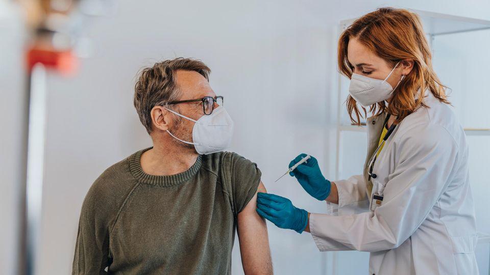 """Dritte Impfung: Schutz gegen Delta: So wichtig könnten angepasste Impfstoffe als """"Booster"""" werden"""