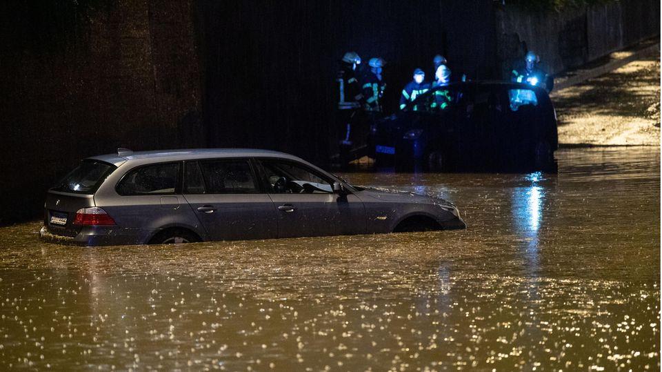 Unwetter in Deutschland – Überflutete Straßen in Stuttgart