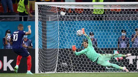 EM 2021: Yann Sommer pariert den Elfmeter von Kylian Mbappé