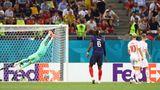 Pogba schaut seinem Ball hinterher