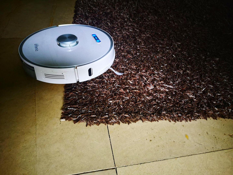 Der Ultenic T10 meistert auch flauschige Teppiche.