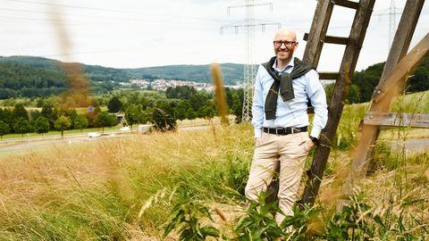 Heimat Hessen: Peter Tauber im Kinzigtal, östlich von Frankfurt. Im Hintergrund die Gemeinde Biebergemünd. Diesen Wahlkreis vertrat er von 2009 bis Mai dieses Jahres im Bundestag