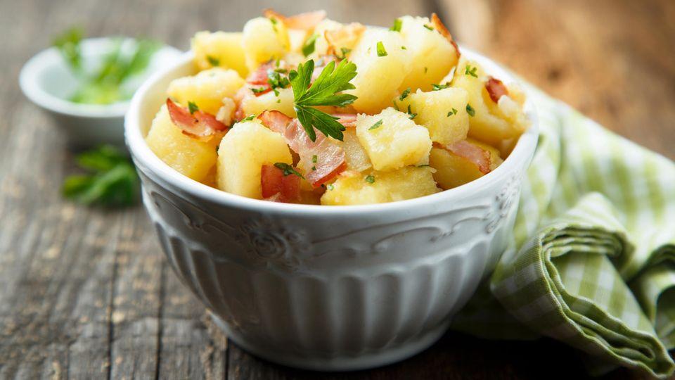 Hausgemachter Kartoffelsalat – Rezept für den Klassiker.