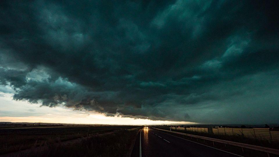 Massive Unwetterfront bei Esslingen in Baden-Württemberg