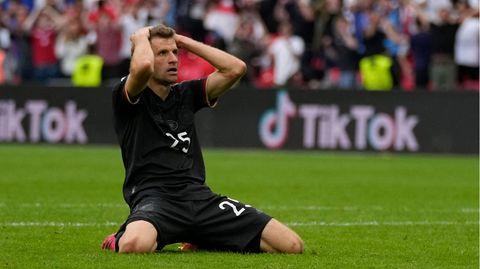 Thomas Müller nach seinem Fehlschuss beim Achtelfinale der Fußball-EM