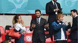 Die Royals waren nicht die einzigen Prominenten im Wembley-Stadion. Mit dem früheren Fußball-Nationalspieler David Beckham und Musiker Ed Sheeran waren gleich zwei Weltstars zugegen. Links im Bild: Sheerans Ehefrau Cherry Seaborn.