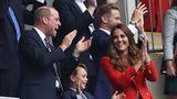 Erst als Raheem Sterling in der 75. Minute das erlösende 1:0 für England erzielt hatte, heiterten sich die Mienen der Royals auf.