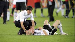 29. Juni 2008:  Geplatzter Titeltraum. Spanien gewinnt durch ein Tor von Torres das EM-Finale in Wien mit 1:0. Dieses Bild ging um die Welt: Joachim Löw tröstet einen enttäuschten Bastian Schweinsteiger.