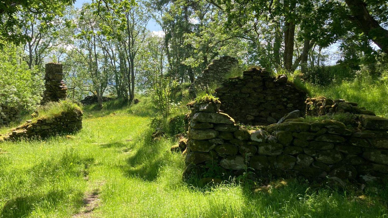 Die Ruinen von Lawers am Nordufer des Loch Tay in Perthshire, Schottland