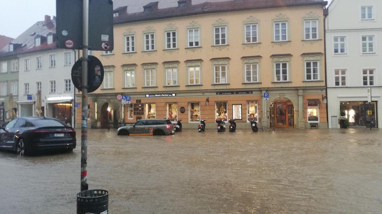 Heftiges Unwetter in Landshut: Wasser hat nach starkem Regen die Innenstadt überflutet