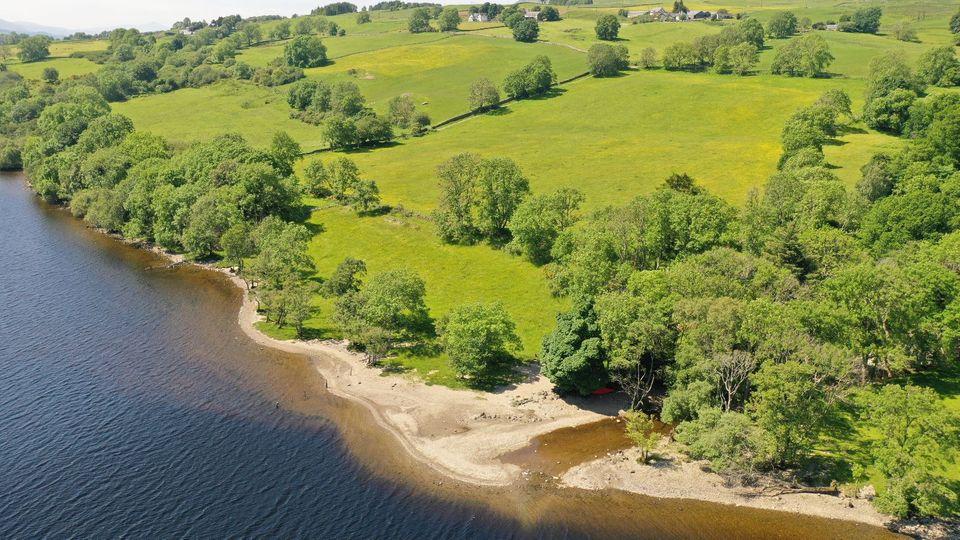 MalerischeLage mitPrivatstrand: das Gebiet von Old Lawers amNordufer des Loch Tay