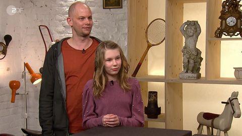 Vater und Tochter Kleff aus Münster stehen im Studio von Bares für Rares in Pulheim