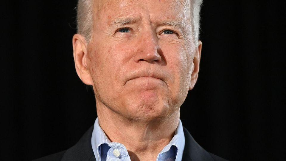 US-Präsident Joe Bidenin Surfside, Florida, wo vor einer Woche ein Hochhaus einstürzte