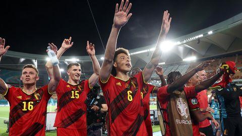 Belgische Spieler feiern den Einzug ins EM-Viertelfinale