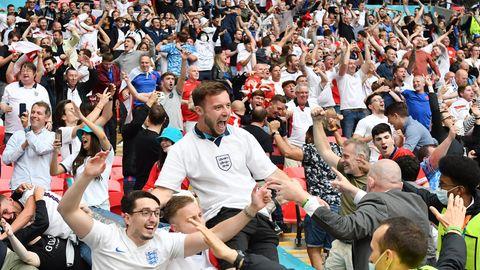 Englische Fans beim Spiel England - Deutschland