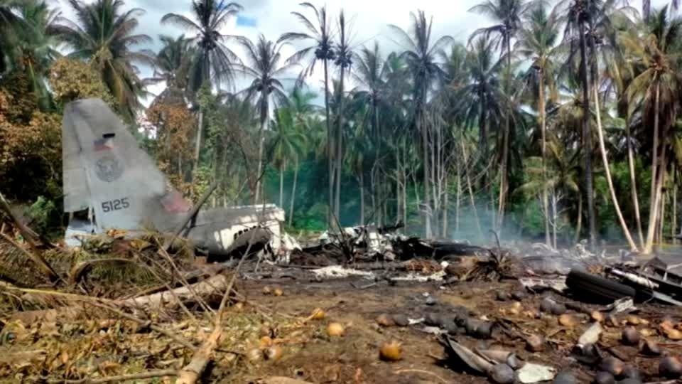 96 Menschen an Bord: Philippinisches Militärflugzeug abgestürzt: Zahl der Toten auf 52 gestiegen