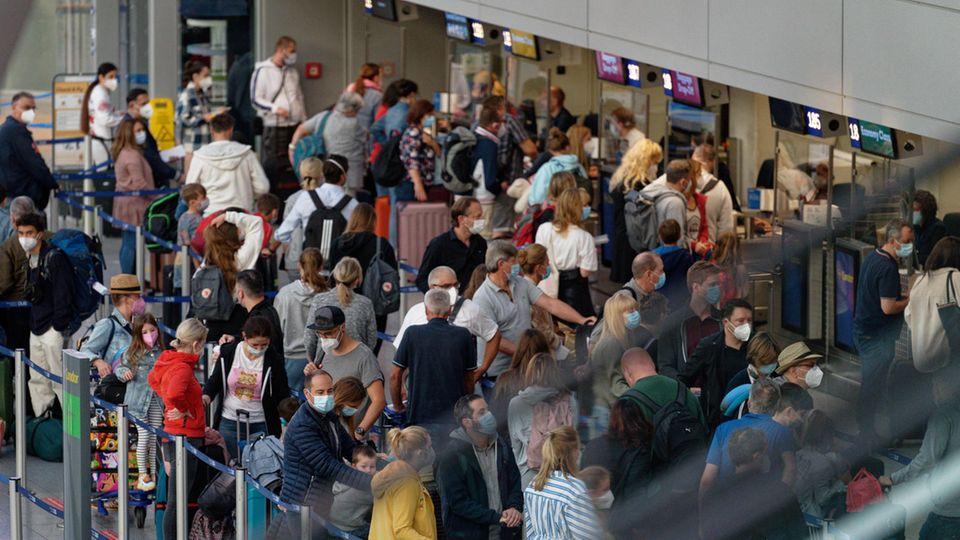 Gedränge am Flughafen Düsseldorf