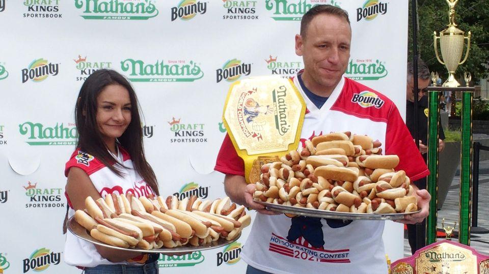 Michele Lesco undJoey Chestnut gewannen das diesjährige Hotdog-Wettessen