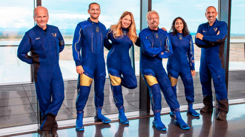 Richard Branson mit der Crew der Virgin Galactic