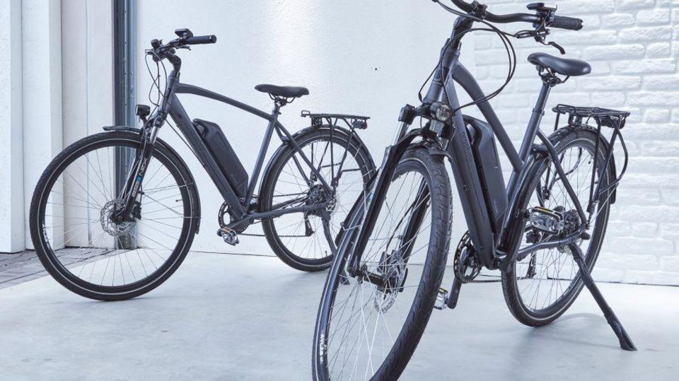Bei Räder fahren auf 28-Zoll-Felgen, vorne sind sie gefedert.