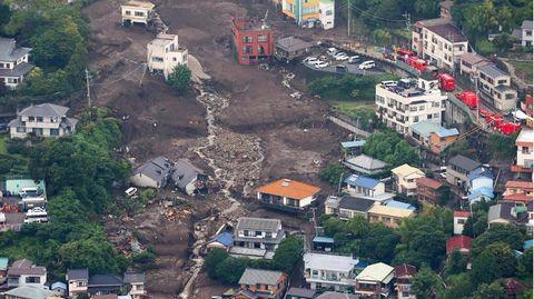 Die Schlammlawine im Südwesten Japan riss ganze Häuser mit