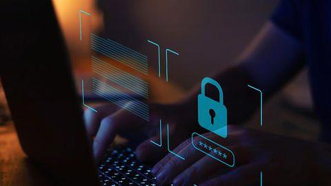 Über eine Lücke beim amerikanischenIT-Dienstleister Kaseya haben Hacker die Computer zahlreicher Unternehmenverschlüsselt.