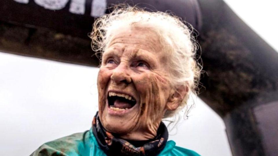 Rentnerin Mildred Wilson ist unangefochtener Star bei Hindernisrennen