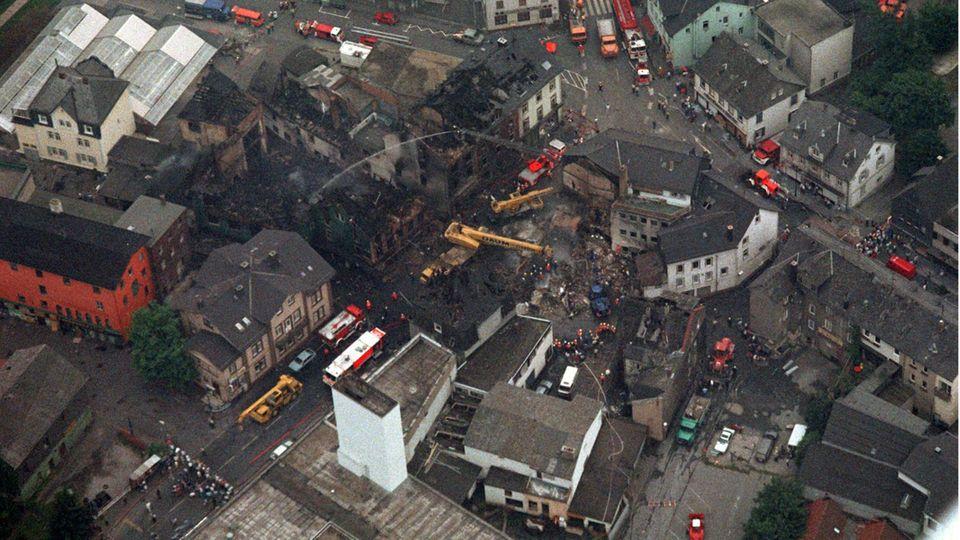 Die Flammen und die Druckwelle der Explosion legten den ganzen Straßenzug in Schutt und Asche, neun Gebäude stürzten ein