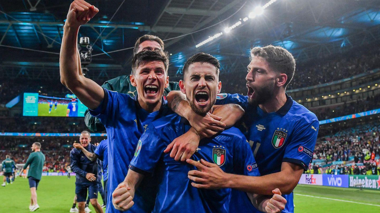 Italienische Spieler feiern nach dem Sieg im EM-Halbfinale gegen Spanien