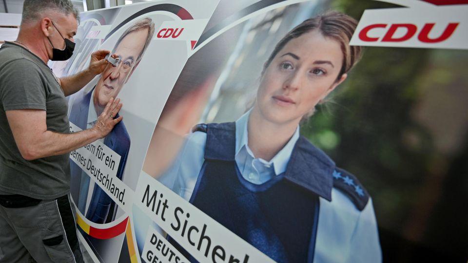 Ein Wahlkampfplakat der CDU, das offenbar eine Polizistin zeigen soll, sorgt für Kritik bei der Polizeigewerkschaft