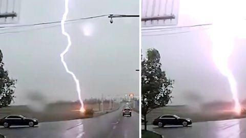 Blitz schlägt neben Auto ein