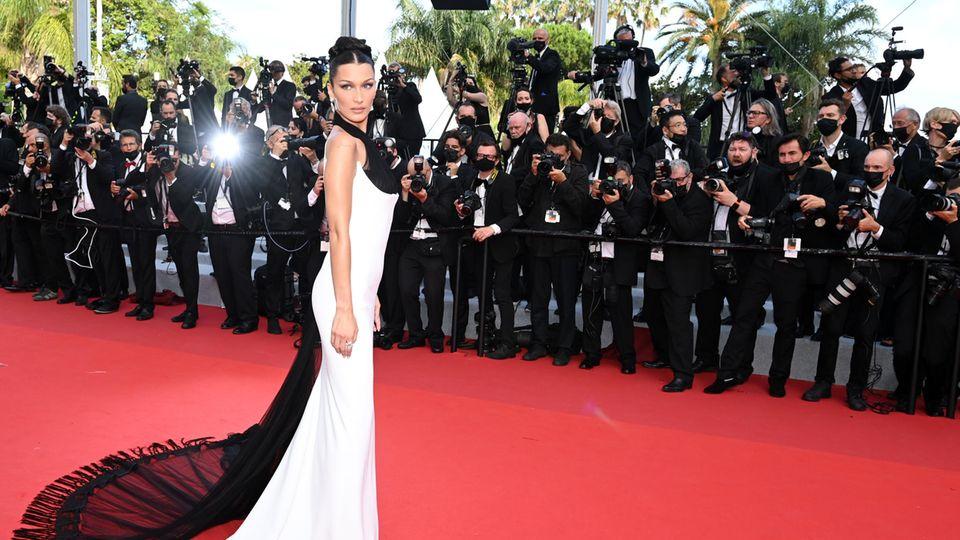 US-Topmodel Bella Hadid posiert auf dem roten Teppich beim Filmfestival in Cannes