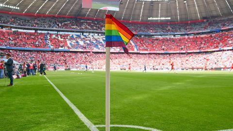Eckfahne in der Münchner Allianz Arena beim Bundesligaspiel der Bayern gegen Frankfurt im Mai 2019