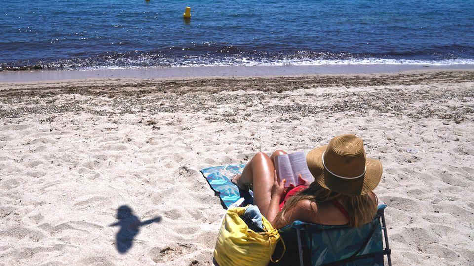 Risikogebiet, Hochrisikogebiet, Variantengebiet: Urlaub und Corona (Symbol)