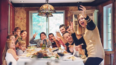 Großfamilie macht Selfie